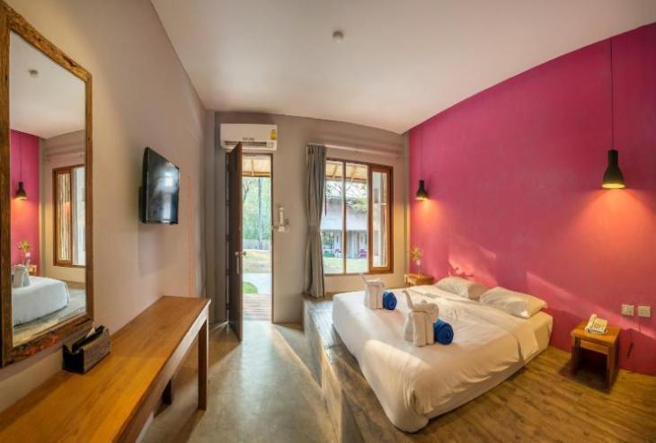 Bar and Bed Resort 1