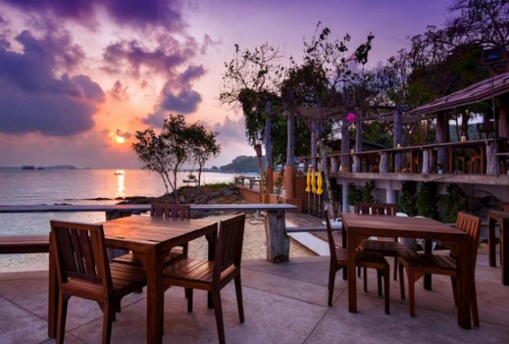 Bar and Bed Resort